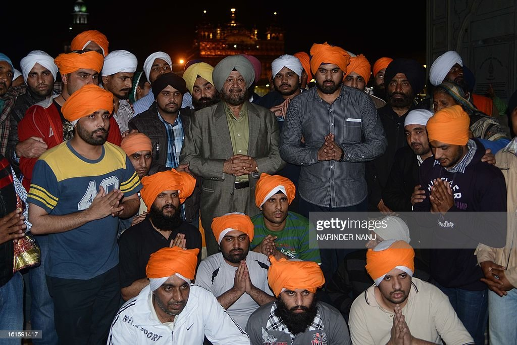 Released Indian prisoners pose with Dubai-based hotelier, S.P. Singh Oberoi (C), who helped secure their release, pose for a photo at the Sikh Shrine Golden temple in Amritsar on February 12, 2013. 17 Indian nationals on death row in the United Arab Emirates (UAE) have returned to Amritsar to pay their respects at the Sikh Shrine after paying blood money to the family of a Pakistan,Misri Nazir, in the UAE .