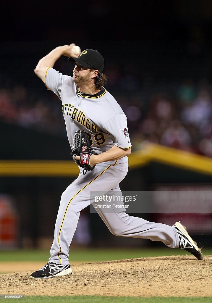 Relief pitcher <a gi-track='captionPersonalityLinkClicked' href=/galleries/search?phrase=Jason+Grilli&family=editorial&specificpeople=615724 ng-click='$event.stopPropagation()'>Jason Grilli</a> #39 of the Pittsburgh Pirates pitches against the Arizona Diamondbacks during the MLB game at Chase Field on April 9, 2013 in Phoenix, Arizona.