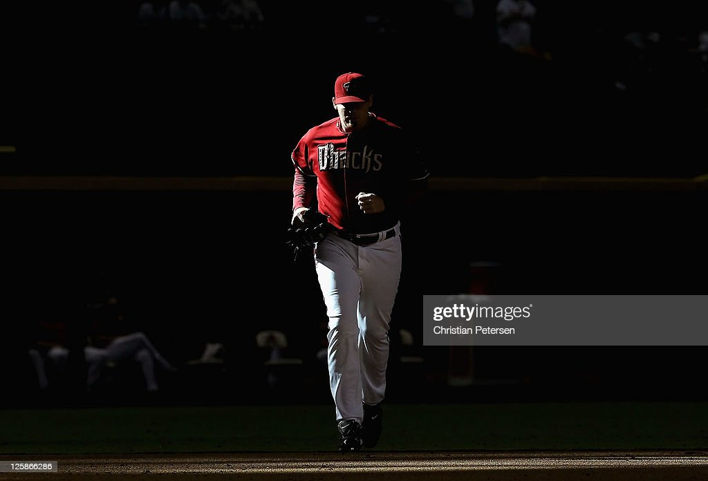 Relief pitcher J.J. Putz #40 of the Arizona Diamondbacks runs out of the bullpen to pitch against the Pittsburgh Pirates during the ninth inning of the Major League Baseball game at Chase Field on September 21, 2011 in Phoenix, Arizona. The Diamodbacks defeated the Pirates 8-5.