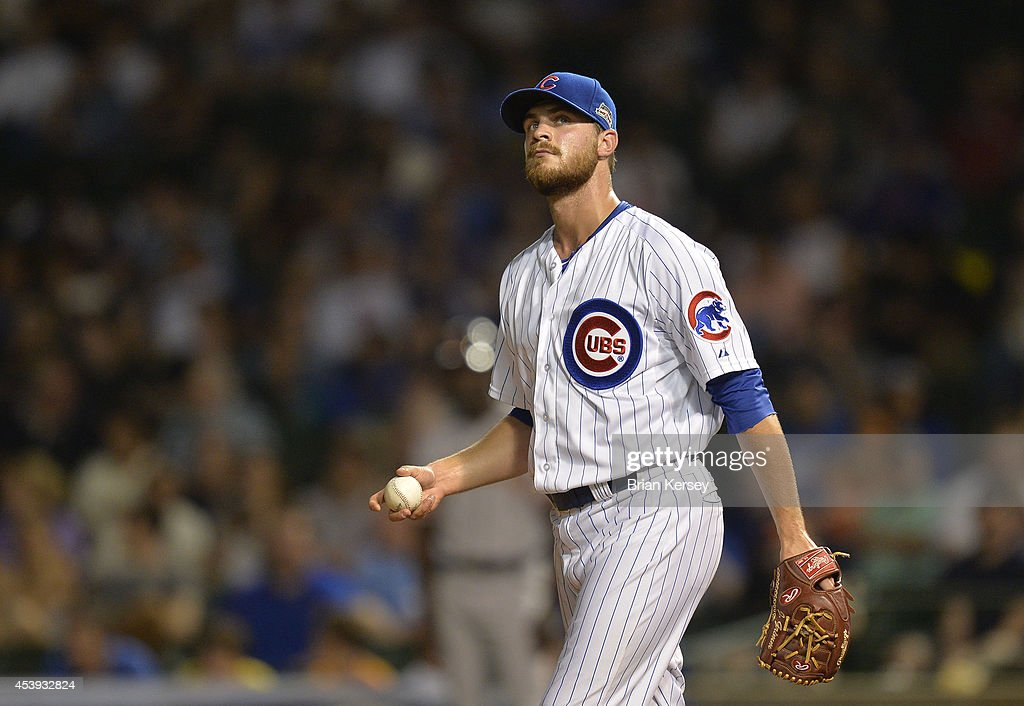 Relief pitcher Justin Grimm of the Chicago Cubs stands on the mound during the seventh inning against the San Francisco Giants at Wrigley Field on...