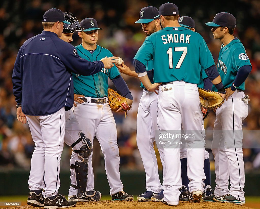 Relief pitcher <a gi-track='captionPersonalityLinkClicked' href=/galleries/search?phrase=Oliver+Perez&family=editorial&specificpeople=221389 ng-click='$event.stopPropagation()'>Oliver Perez</a> #59 of the Seattle Mariners is removed from the game by manager <a gi-track='captionPersonalityLinkClicked' href=/galleries/search?phrase=Eric+Wedge&family=editorial&specificpeople=214257 ng-click='$event.stopPropagation()'>Eric Wedge</a> #22 in the seventh inning against the Oakland Athletics at Safeco Field on September 27, 2013 in Seattle, Washington.