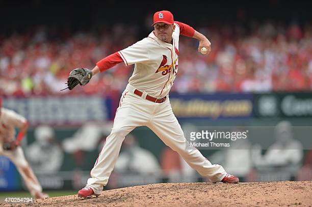 Relief pitcher Randy Choate of the St Louis Cardinals pitches in the eighth inning against the Cincinnati Reds at Busch Stadium on April 18 2015 in...