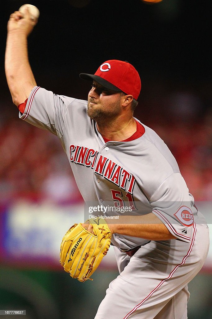 Reliever Jonathan Broxton #51 of the Cincinnati Reds pitches against the St. Louis Cardinals at Busch Stadium on April 29, 2013 in St. Louis, Missouri. The Reds beat the Cardinals 2-1.