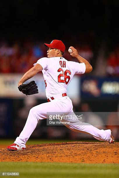 Reliever Seung Hwan Oh of the St Louis Cardinals pitches against the Cincinnati Reds in the eighth inning at Busch Stadium on September 28 2016 in St...