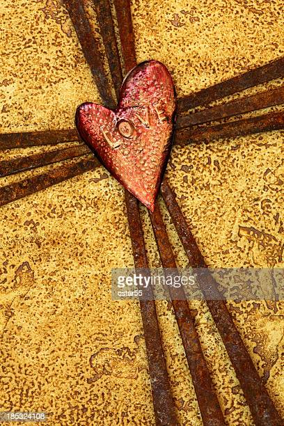 Religieux: Cross de Rusty ongles avec amour coeur dit