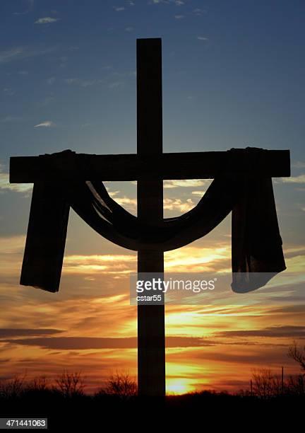 Religiosa: Draped Cruz silhueta com do amanhecer ou do anoitecer