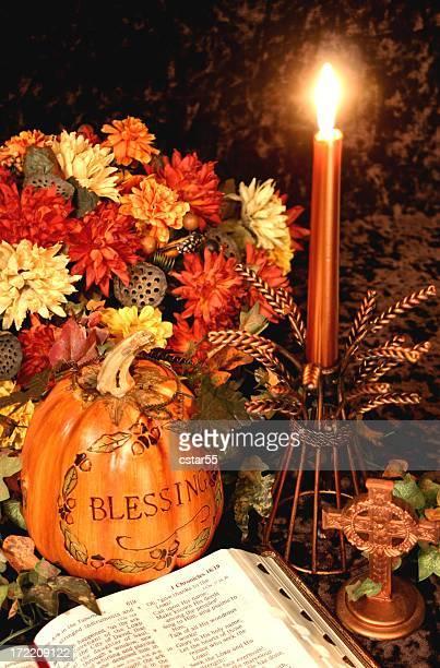Religiöse: Thanksgiving Tabelle Serie mit Bibel, Herbst Blumen