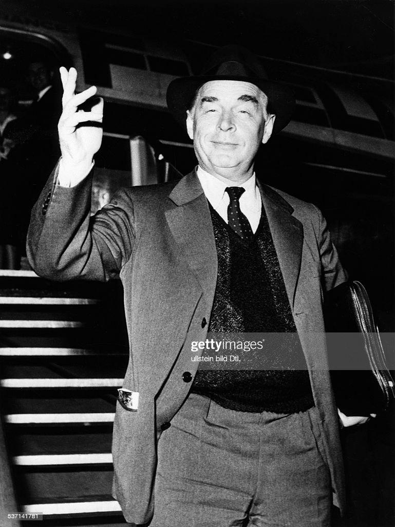 Remarque, Erich Maria (*22.06.1898-+) , (Eigentlich Erich Paul Remark), Schriftsteller, D, - Portrait bei seiner Ankunft in Berlin , - 1956