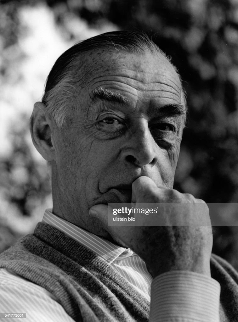 Remarque, Erich Maria(born Erich Paul Remark)*22.06.1898-+Writer, GermanyPortrait- photographer: Paul Swiridoff
