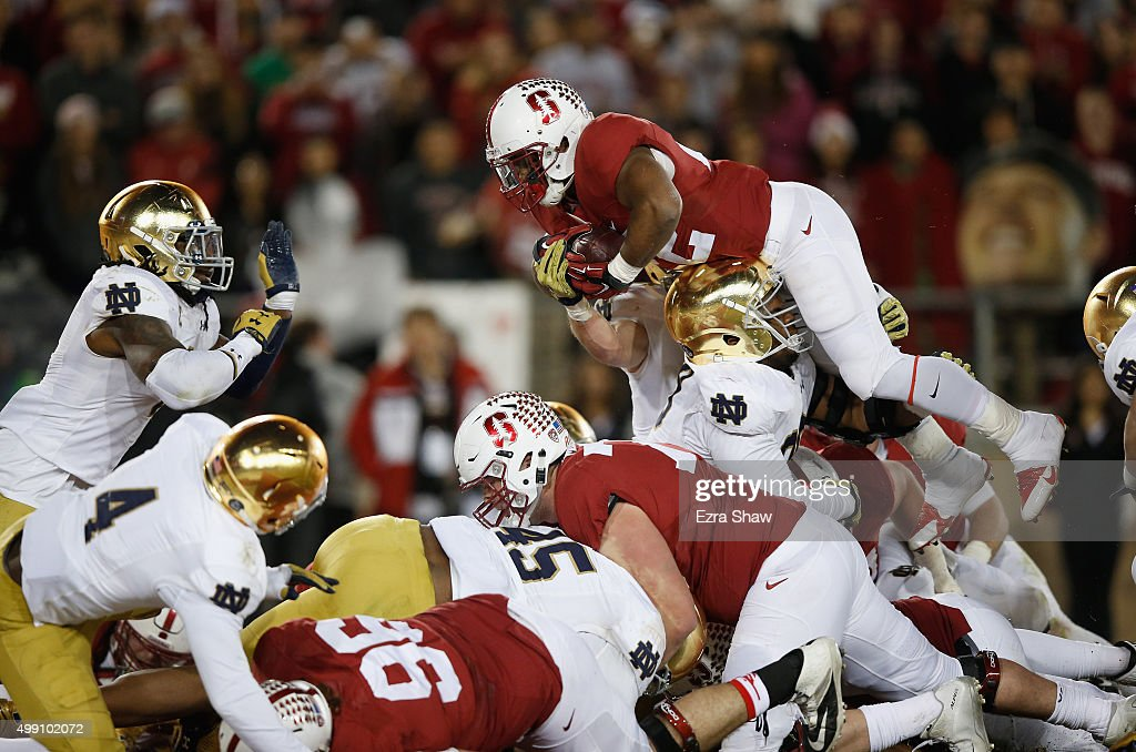Remound Wright of the Stanford Cardinal goes in for a touchdown against the Notre Dame Fighting Irish at Stanford Stadium on November 28 2015 in Palo...