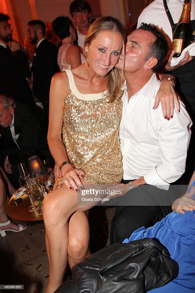 <a gi-track='captionPersonalityLinkClicked' href=/galleries/search?phrase=Renata+Kochta&family=editorial&specificpeople=574638 ng-click='$event.stopPropagation()'>Renata Kochta</a> and her husband Thomas Frank attend the Eclat Dore summer party at Hotel Vier Jahreszeiten Kempinski on July 23, 2014 in Munich, Germany.