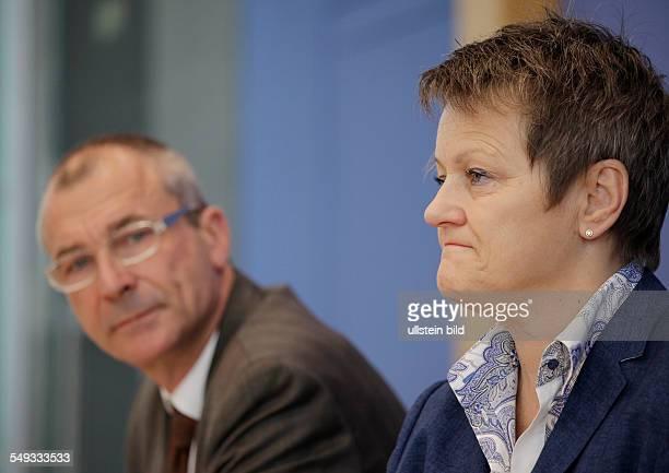 Renate Künast Vorsitzende der Bundestagsfraktion Bündnis 90/Die Grünen und der Parlamentarische Geschäftsführer der Fraktion Volker Beck auf der...