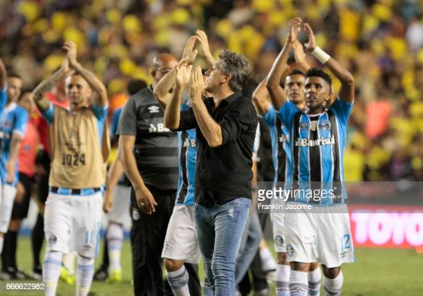 Renato Gaucho coach of Gremio celebrates with his players after winning a first leg match between Barcelona SC and Gremio as part of the semifinals...