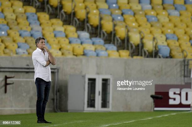 Renato Gaucho Head Coach of Gremio in action during the match between Fluminense and Gremio as part of Brasileirao Series A 2017 at Maracana Stadium...
