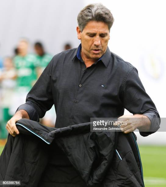 Renato Gaucho head coach of Gremio in action during the match between Palmeiras and Gremio for the Brasileirao Series A 2017 at Pacaembu Stadium on...