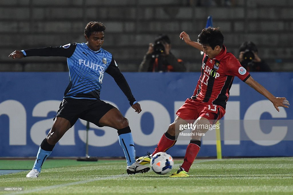 Renato #10 of Kawasaki Frontale (L) and Go Yohan #13 of FC Seoul compete for the ball during the AFC Champions League Round of 16 match between Kawasaki Frontale and FC Seoul at Todoroki Stadium on May 7, 2014 in Kawasaki, Japan.