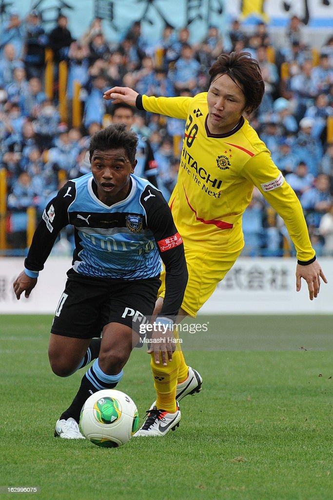 Renato #10 of Kawasaki Frontale in action during the J.League match between Kashiwa Reysol and Kawasaki Frontale at Hitachi Kashiwa Soccer Stadium on March 3, 2013 in Kashiwa, Japan.
