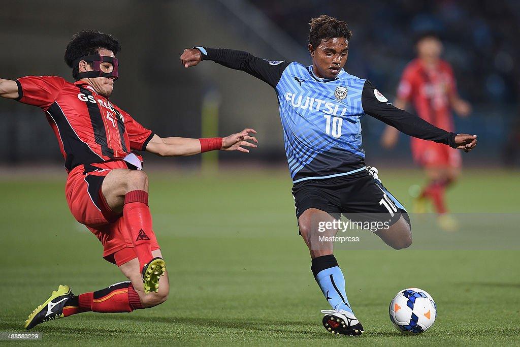 Renato (R) of Kawasaki Frontale shoots at goal during the AFC Champions League Round of 16 match between Kawasaki Frontale and FC Seoul at Todoroki Stadium on May 7, 2014 in Kawasaki, Kanagawa, Japan.