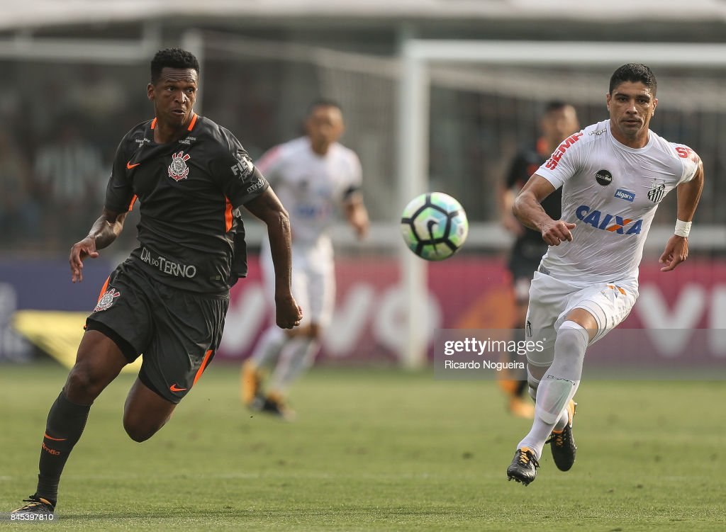 Renato #8 of Santos battles for the ball with Jo #9 of Corinthians during the match between Santos and Corinthians as a part of Campeonato Brasileiro 2017 at Vila Belmiro Stadium on September 10, 2017 in Santos, Brazil.