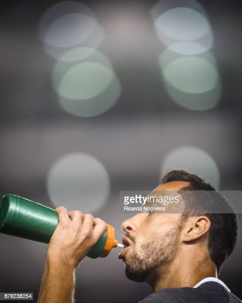 Renato of Santos takes a drink during the match between Santos and Gremio as a part of Campeonato Brasileiro 2017 at Vila Belmiro Stadium on November...