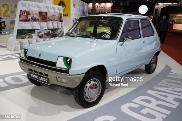 Salon r tromobile photos et images de collection getty for Salon porte de versailles retromobile