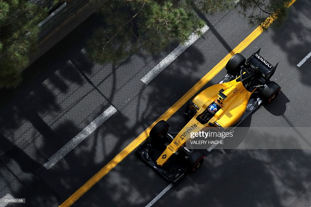Renault Sport F1 Team's British driver Jolyon Palmer drives during the first practice session at the Monaco street circuit, on May 26, 2016 in Monaco, three days ahead of the Monaco Formula 1 Grand Prix. / AFP / Valery HACHE