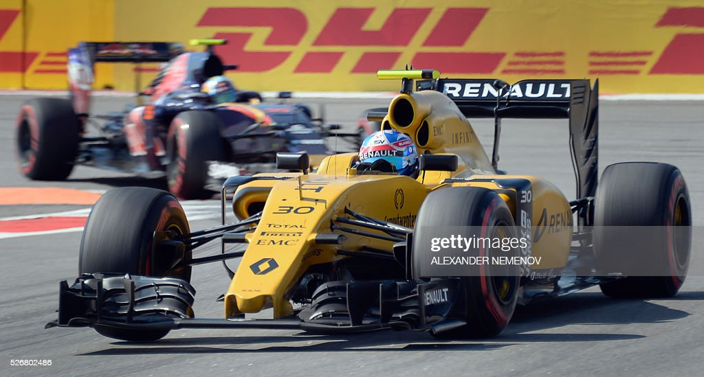 Renault Sport F1 Team's British driver Jolyon Palmer steers his car during the Formula One Russian Grand Prix at the Sochi Autodrom circuit on May 1, 2016. / AFP / ALEXANDER