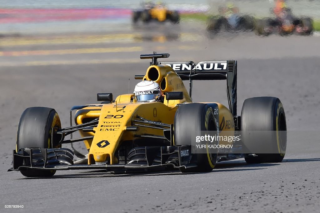 Renault Sport F1 Team's Danish driver Kevin Magnussen steers his car during the Formula One Russian Grand Prix at the Sochi Autodrom circuit on May 1, 2016. / AFP / YURI