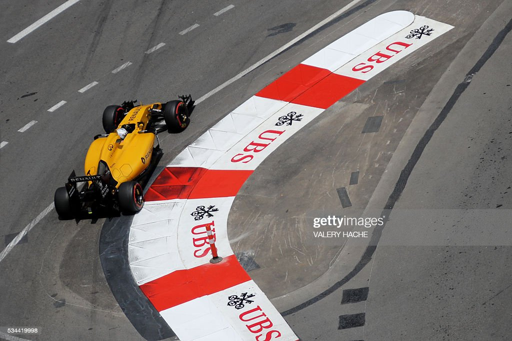 Renault Sport F1 Team's Danish test driver Kevin Magnussen drives during the first practice session at the Monaco street circuit, on May 26, 2016 in Monaco, three days ahead of the Monaco Formula 1 Grand Prix. / AFP / Valery HACHE