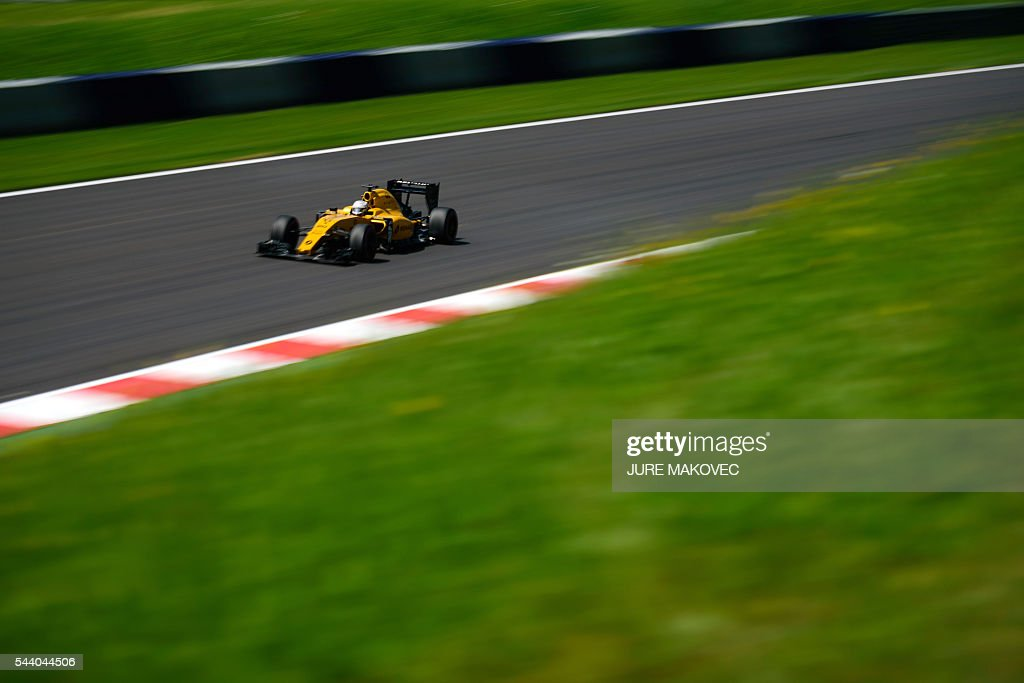 Renault Sport Formula One Team's Danish driver Kevin Magnussen drives during the first practice session of the Formula One Grand Prix of Austria at the Red Bull Ring in Spielberg, Austria on July 1, 2016. / AFP / JURE