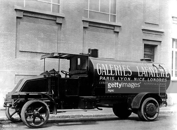 Renault tanker with adevrtisement for Galeries Lafayette1922