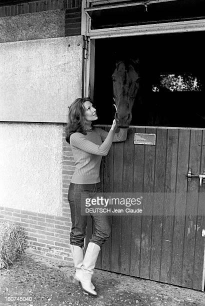 Rendezvous With Actress Melinda Fee En extérieur l'actrice américaine Mélinda FEE qui interprète le rôle de Kate l'épouse de l'homme invisible dans...