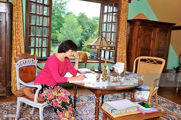 Rendezvous With Anny Duperey At Home In Creuse Anny DUPEREY reçoit Paris Match dans son refuge de la Creuse une ferme restaurée avec Bernard...