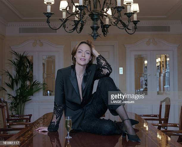 Rendezvous With Belgian Actress Alexandra Vandernoot Rendezvous avec l'actrice belge Alexandra VANDERNOOT L'actrice pose en femme fatale dans un...