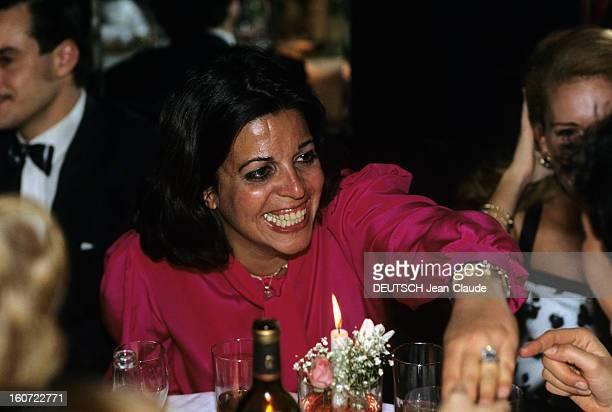 Rendezvous With Christina Onassis And Future Husband Thierry Roussel Paris mars 1984 Portrait de Christina ONASSIS en chemisier rose souriante
