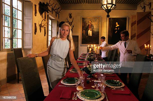 Rendezvous With Count Jacques Crussol Of Uzes And His Wife Alexandra In Their Castle Inuzes En France à Uzes le 29 mai 1995 Alessandra DE CRUSSOL...