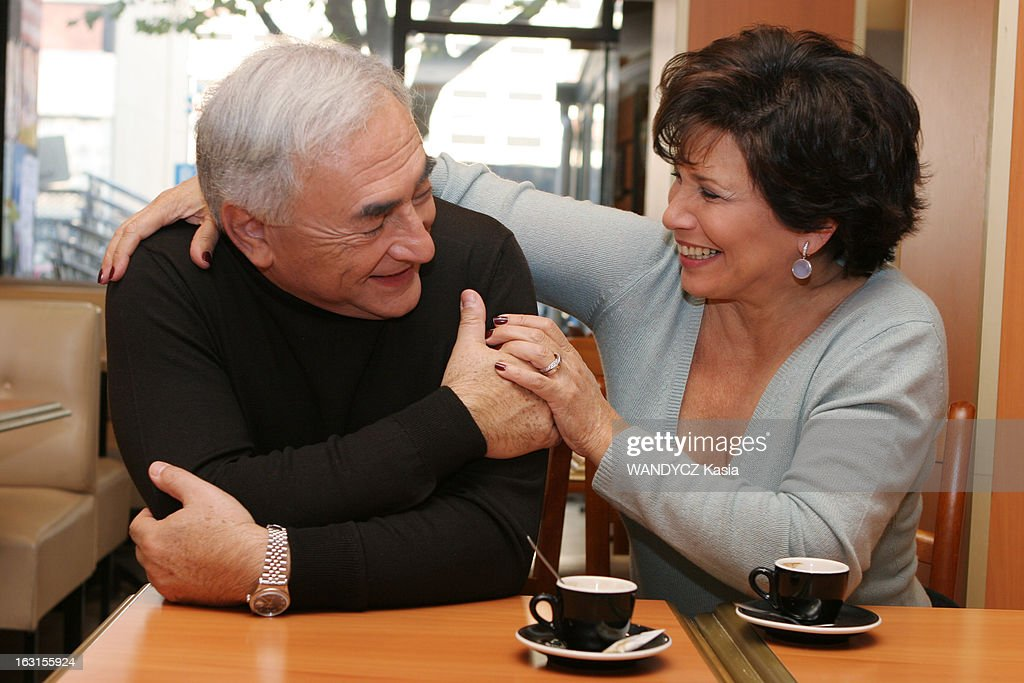Rendezvous With <a gi-track='captionPersonalityLinkClicked' href=/galleries/search?phrase=Dominique+Strauss-Kahn&family=editorial&specificpeople=227268 ng-click='$event.stopPropagation()'>Dominique Strauss-Kahn</a> In Sarcelles. Attitude souriante de trois-quarts de Dominique STRAUSS-KAHN et son épouse Anne SINCLAIR se regardant en se tenant la main, assis à une table devant un café au bar 'Aux délices' de SARCELLES dont il est adjoint au maire..
