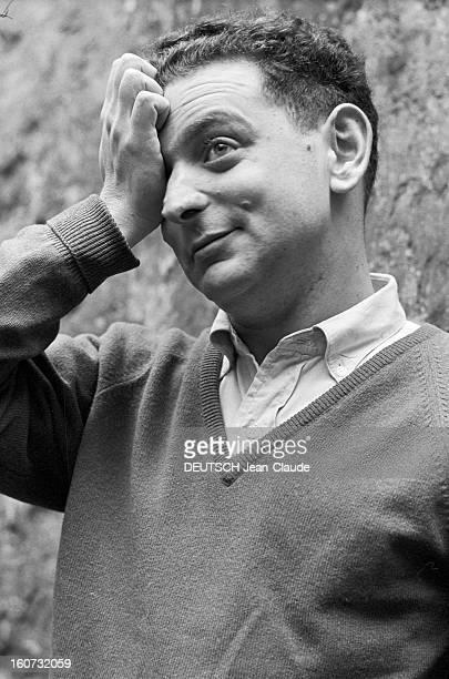 Rendezvous With Georges Perec En France à Paris dans le quartier latin le 23 novembre 1965 portrait de Georges PEREC écrivain chez lui à l'extérieur