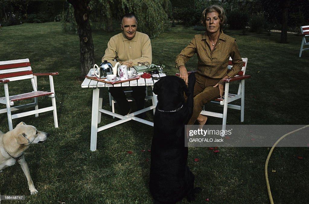 Georges pompidou getty images for Maison avec chien assis