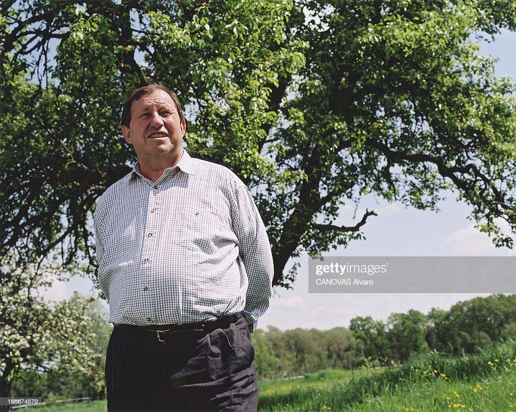 Rendezvous With <a gi-track='captionPersonalityLinkClicked' href=/galleries/search?phrase=Guy+Roux&family=editorial&specificpeople=547872 ng-click='$event.stopPropagation()'>Guy Roux</a>. Plan américain, les mains derrière le dos, de l'entraineur de l'AJ Auxerre, Guy ROUX posant dans un pré, devant un arbre.