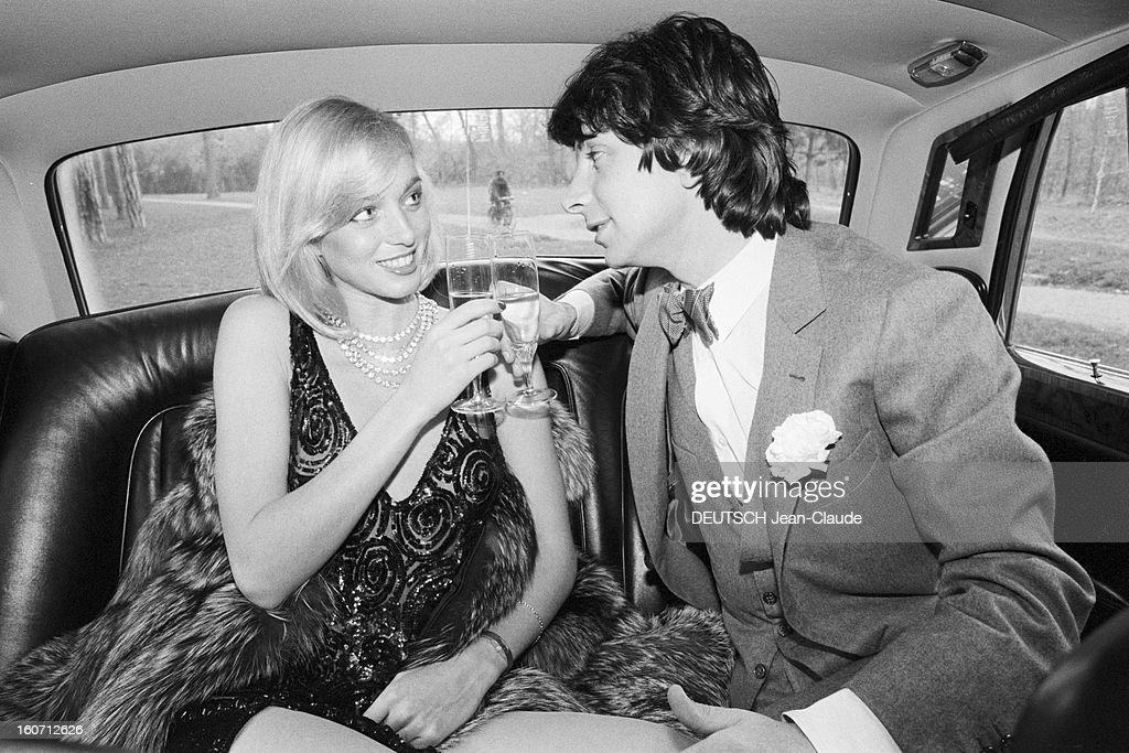 Rendezvous With Herve Vilard And Kim Harlow. En France, à Paris, en décembre 1979, Kim HARLOW, chanteuse, et Hervé VILARD, chanteur, buvant du champagne, fêtant noël, assis à l'intérieur d'une Rolls-Royce : ils trinquent en se regardant dans les yeux.