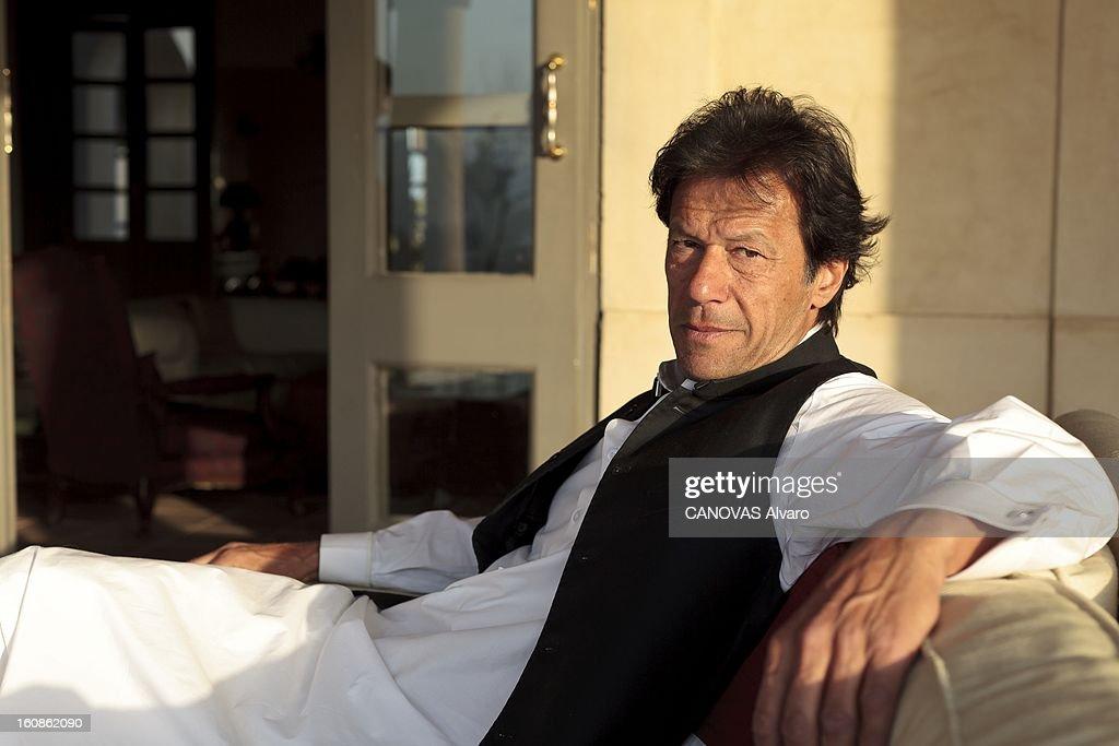 Rendezvous With <a gi-track='captionPersonalityLinkClicked' href=/galleries/search?phrase=Imran+Khan+-+Politician&family=editorial&specificpeople=13488792 ng-click='$event.stopPropagation()'>Imran Khan</a>. Engagé en politique depuis 1996, élu député en 2002, l'ancien champion du monde de cricket, Imran KHAN, brigue le poste de Premier ministre du Pakistan. Ici, attitude d'Imran KHAN, vêtu du traditionnel 'salwar kameez', posant dans sa vaste villa sur les hauteurs d'Islamabad. Mars 2012.