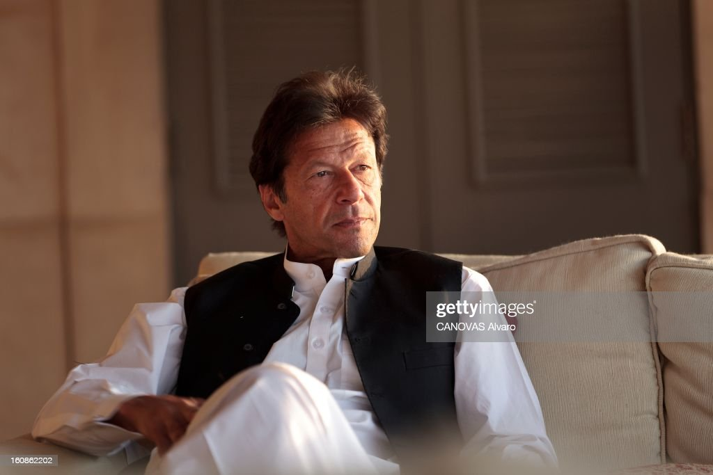 Rendezvous With <a gi-track='captionPersonalityLinkClicked' href=/galleries/search?phrase=Imran+Khan+-+Politician&family=editorial&specificpeople=13488792 ng-click='$event.stopPropagation()'>Imran Khan</a>. Engagé en politique depuis 1996, élu député en 2002, l'ancien champion du monde de cricket, Imran KHAN, brigue le poste de Premier ministre du Pakistan. Ici, attitude d'Imran KHAN, vêtu du traditionnel 'salwar kameez', posant dans sa villa située sur les hauteurs d'Islamabad. Mars 2012.