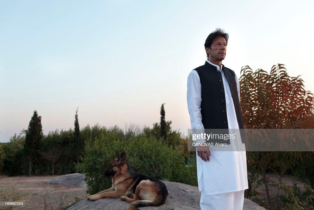 Rendezvous With <a gi-track='captionPersonalityLinkClicked' href=/galleries/search?phrase=Imran+Khan+-+Politician&family=editorial&specificpeople=13488792 ng-click='$event.stopPropagation()'>Imran Khan</a>. Engagé en politique depuis 1996, élu député en 2002, l'ancien champion du monde de cricket, Imran KHAN, brigue le poste de Premier ministre du Pakistan. Ici, attitude d'Imran KHAN, vêtu du traditionnel 'salwar kameez', posant avec l'un des ses chiens dans le jardin de sa villa sur les hauteurs d'Islamabad. Mars 2012.
