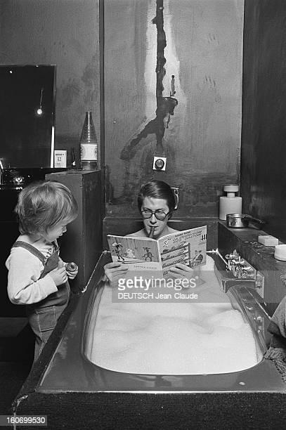 Rendezvous With Jacques Dutronc And Family Rendezvous avec Jacques DUTRONC dans sa maison du XIVème arrondissement à Paris dans la salle de bains...