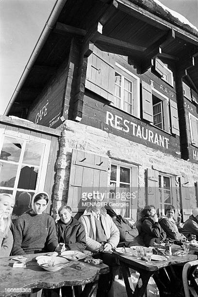 Rendezvous With Jean Lecanuet On Holiday In Switzerland A Grächen en Suisse le 3 janvier 1966 Jean LECANUET passe ses vacances en famille dans une...