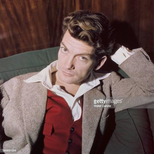 Rendezvous With Jean Marais En novembre 1949 portrait de l'acteur Jean MARAIS en veste grise et gilet rouge