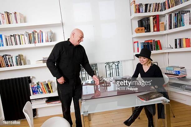 Rendezvous With Jean Nouvel Jean NOUVEL reçoit Paris Match dans son appartement du XIème arrondissement de PARIS attitude souriante de l'architecte...