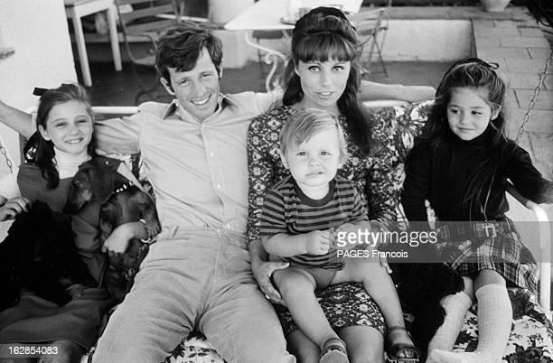 Rendezvous With Jean Paul Belmondo With Family En Aout 1964 assis dans un hamac de gauche à droite la famille BELMONDO Patricia JeanPaul Elodie sa...