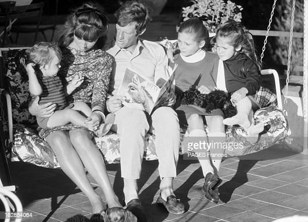 Rendezvous With Jean Paul Belmondo With Family En Aout 1964 assis dans un hamac de gauche à droite la famille BELMONDO Paul sur les genoux de sa mère...
